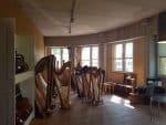 Ein Harfenbauer ist im Handwerkerhof Ottensen beheimatet …