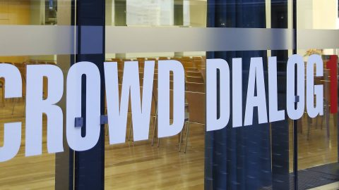 crowd_dialog_2015